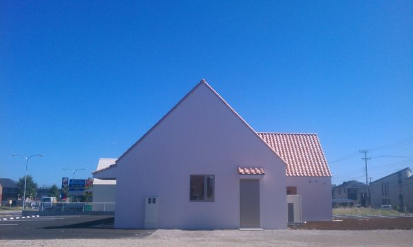 鉄筋コンクリート造(RC造)のクリニック 45度の屋根
